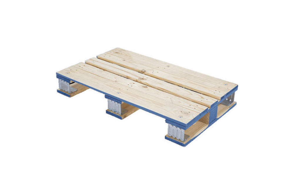 this is a skid take notice of the deck boards on top of the stringers and no boards on the bottom.