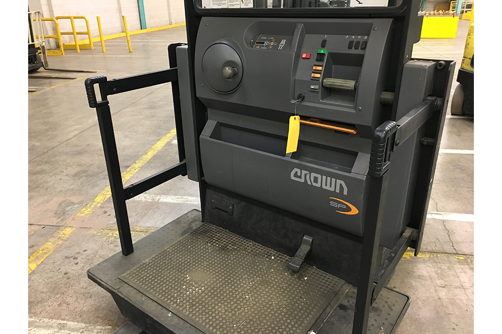 The operator platform of a Crown SP-3200 Stock Picker